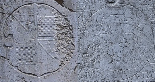 Coat of arms engraved on the graves